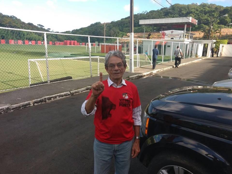 Raimundo Viana grava mensagem de despedida da presidência do Vitória. Foto   Leonardo Santiago   Arena Rubro-Negra f25d7e0dd1a6a
