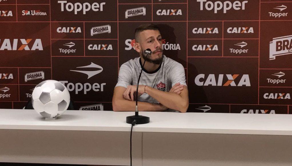 Vitória recebe a Ponte Preta com Caíque como goleiro titular