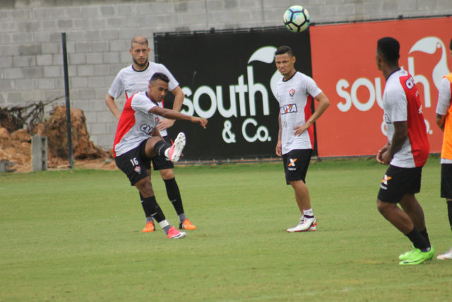 Vitória encerra treinamentos para jogo contra o Coritiba com rachão