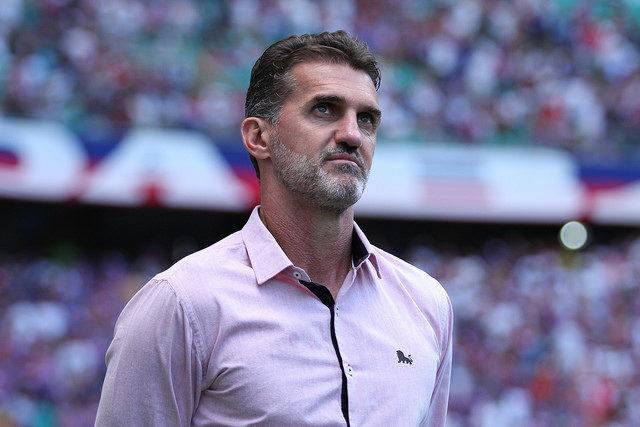 Vitória perde pênalti e decepciona no Barradão diante do lanterna Atlético-GO