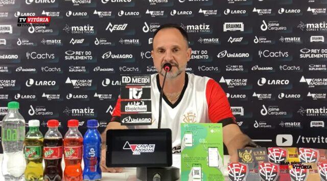 Wagner Lopes é apresentado como novo treinador do Vitória
